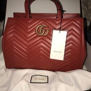 Women Gucci Mormont bag available